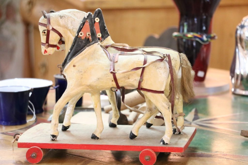 Kinder Pferdefuhrwerk Holzschnitzarbeit